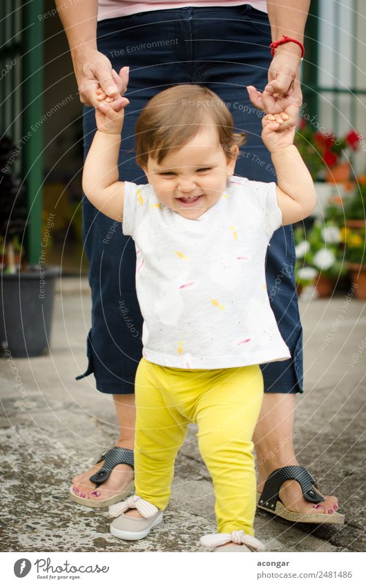 Baby happy while learning to walk Lifestyle Joy Human being Feminine Girl Infancy 1 0 - 12 months Discover To enjoy Walking Happiness Beautiful Emotions Happy