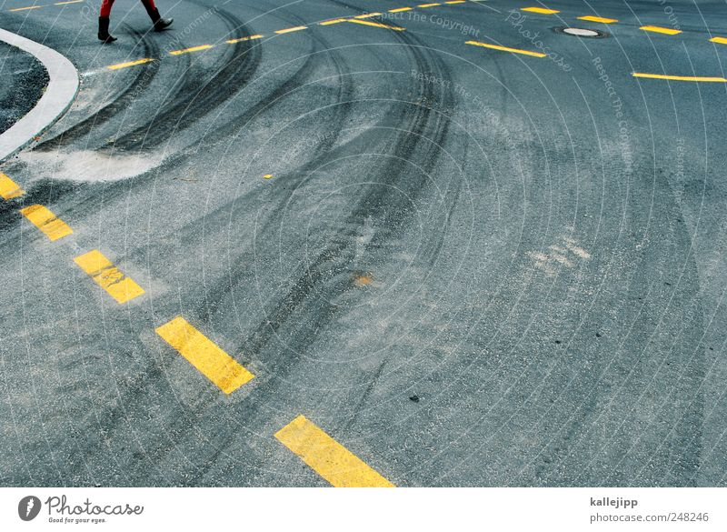 rotary 1 Human being Transport Traffic infrastructure Motoring Pedestrian Street Lanes & trails Driving Going Curve Skidmark Line Dashed line Colour photo
