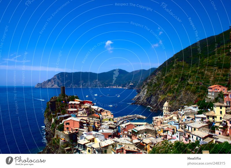 Vernazza I Vacation & Travel Tourism Summer vacation Ocean Waves Hiking Sailing Dive Landscape Sky Clouds Beautiful weather Mountain Coast Mediterranean sea