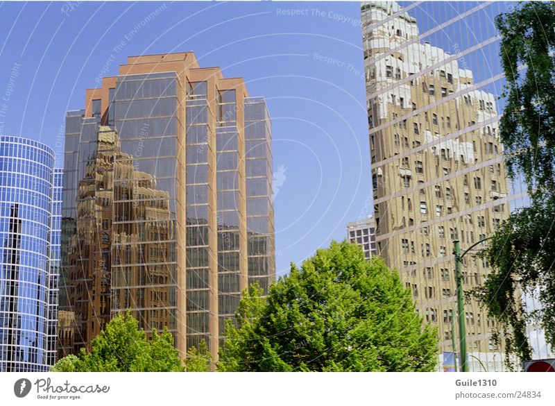 City High-rise Modern Americas Mirror image Deception Vancouver Glas facade North America Modern architecture Optical puzzle High-rise facade