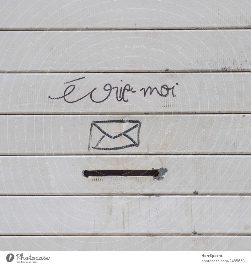 WRITE TO ME. Wall (barrier) Wall (building) Mailbox Metal Sign Characters Exceptional Funny Gloomy Town Gray Creativity Letter (Mail) Slit French Write