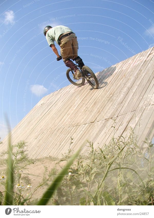 Youth (Young adults) Summer Bicycle Leisure and hobbies Cycling BMX bike Mountain bike Motorcyclist Extreme sports