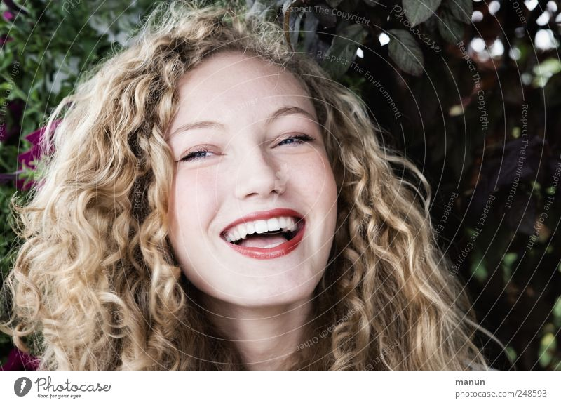 She has a good laugh! Human being Feminine Young woman Youth (Young adults) Head Hair and hairstyles Face 1 Blonde Long-haired Curl Laughter Looking Authentic