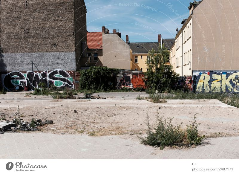 Sky Summer Town House (Residential Structure) Architecture Warmth Graffiti Wall (building) Berlin Building Wall (barrier) Sand Weather Earth Gloomy Bushes