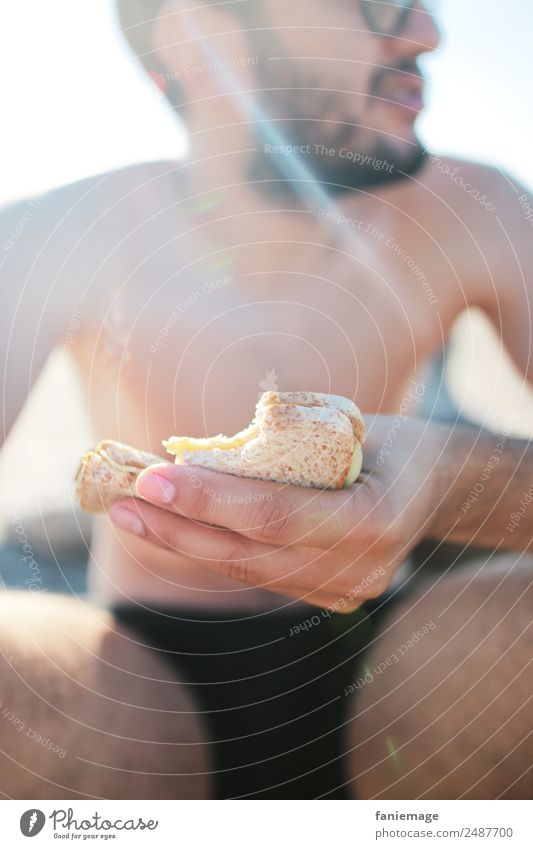 le sandwich II Lifestyle Style Human being Masculine Man Adults Eating Sandwich Beach Bread Coated Sit Sun Camargue France Southern France Body Shorts Picnic