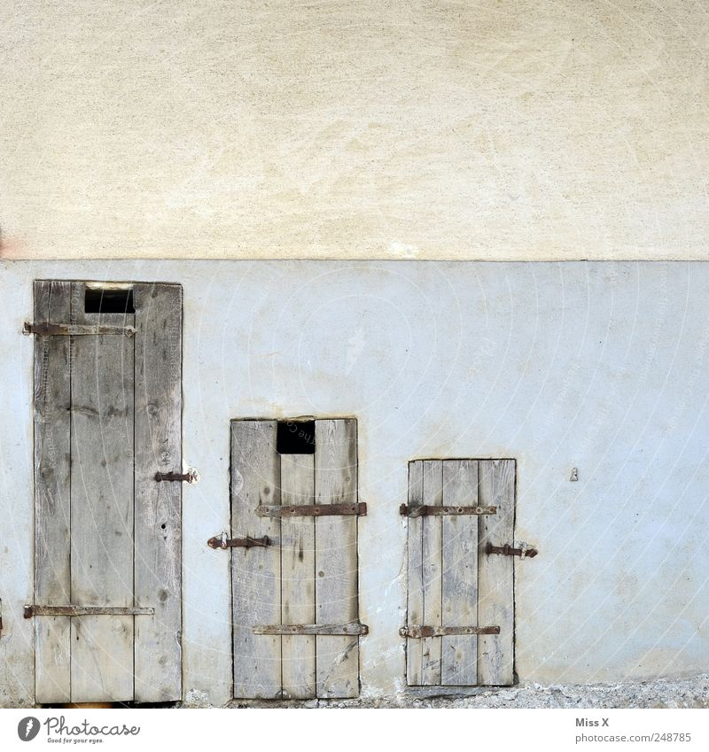 Old Wall (building) Wood Wall (barrier) Small Door Facade Large Farm Barn Difference Wooden door Metal fitting Size comparison