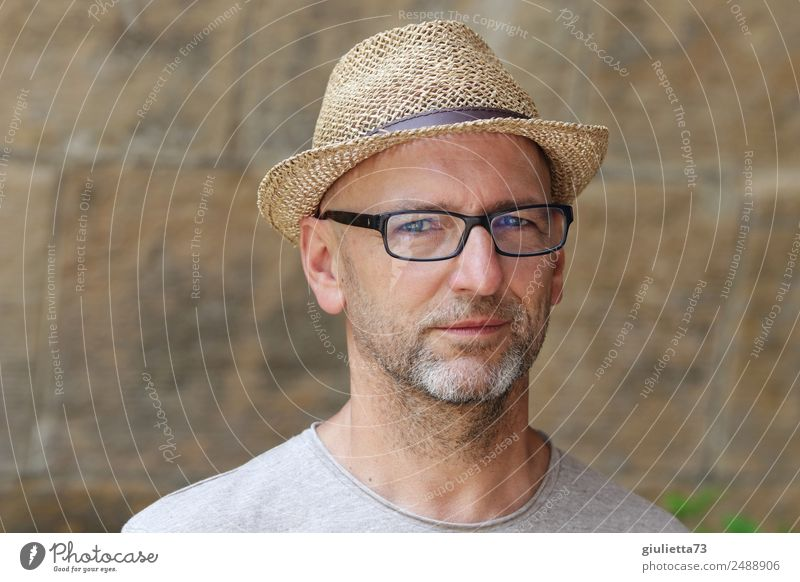 3 seconds eye contact | UT Dresden Masculine Man Adults Male senior Senior citizen Life 1 Human being 45 - 60 years 60 years and older Eyeglasses Hat Straw hat