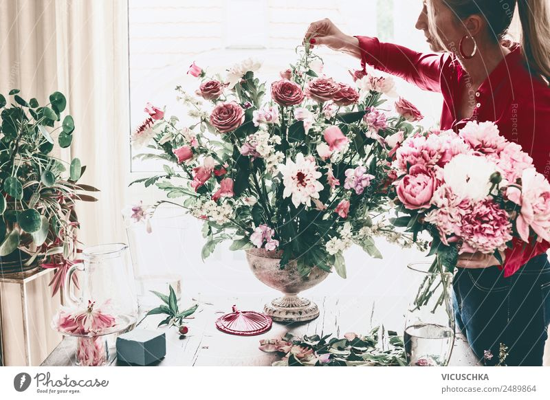 Woman decorated large bouquet of flowers with roses in vase Lifestyle Luxury Style Design Leisure and hobbies Living or residing House (Residential Structure)