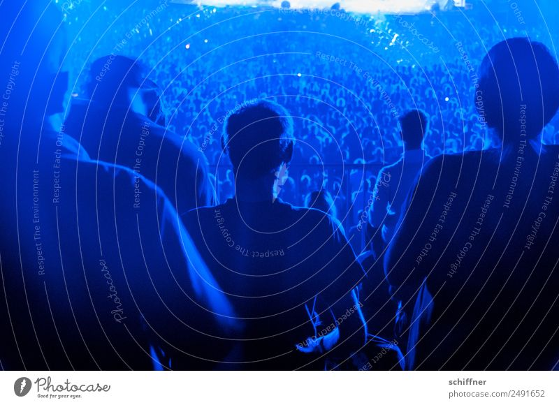 Human being Blue Lifestyle Group Leisure and hobbies Music Sit Back Stand Many Event Concert Rock music Stage Crowd of people Audience