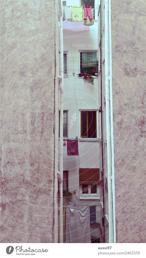 Window Warmth Flat (apartment) Balcony Mediterranean Dry Laundry Backyard Clothesline Rent