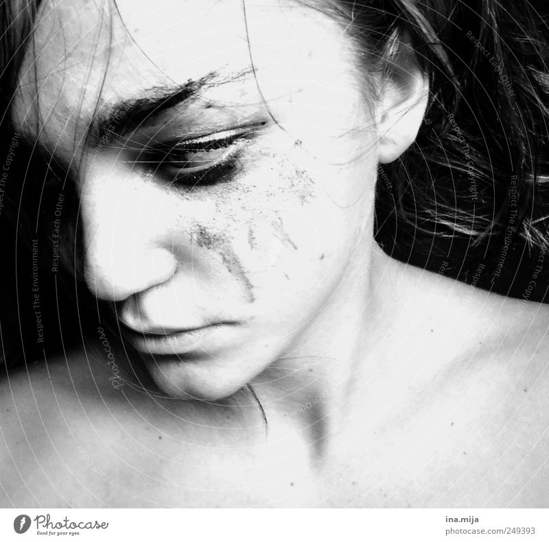 ouch Feminine Young woman Youth (Young adults) 1 Human being Fight Dark Emotions Moody Vice Self-confident Sadness Grief Fear Effort Stress Loneliness