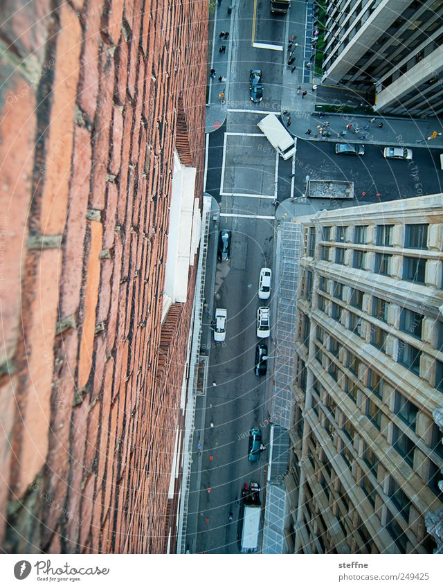 City House (Residential Structure) Street Wall (building) Wall (barrier) Car Facade Flying Transport High-rise USA To fall Deep Vehicle Downtown Crossroads