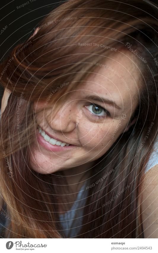 portrait of smiling young woman with freckles Lifestyle Joy Beautiful Skin Face Healthy Wellness Human being Young woman Youth (Young adults)
