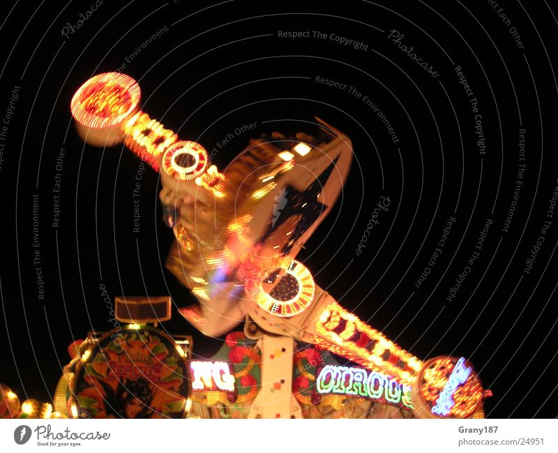 So´n Hustle and bustle Fairs & Carnivals Light Lamp Electrical equipment Technology Feasts & Celebrations carousel