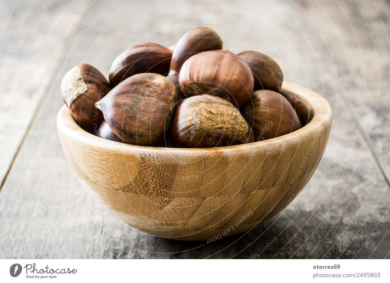 Chestnuts Food Fruit Nutrition Organic produce Vegetarian diet Bowl Autumn Fresh Good Brown Dried Seasons Wooden table Raw Christmas & Advent Winter Healthy