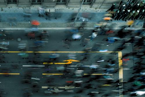 movement Human being Crowd of people Walking Democracy Demonstration March Running sports Police Force Protective clothing Political movements Protest Arrow