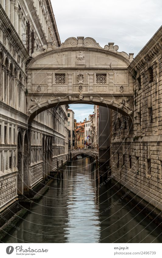 Dry period inside the Bridge of Sighs... Vacation & Travel Sightseeing City trip Venice Italy Europe Town Old town Palace Manmade structures Building