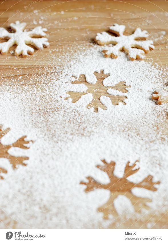 Christmas & Advent Nutrition Food Sweet Cooking & Baking Delicious Sugar Baked goods Dough Cookie Snowflake Christmas decoration Imprint Sense of taste Christmas biscuit