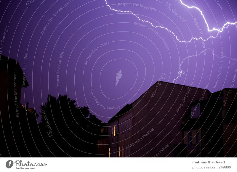 lightning bolt Environment Nature Elements Sky Horizon Bad weather Thunder and lightning Lightning Town House (Residential Structure) Manmade structures
