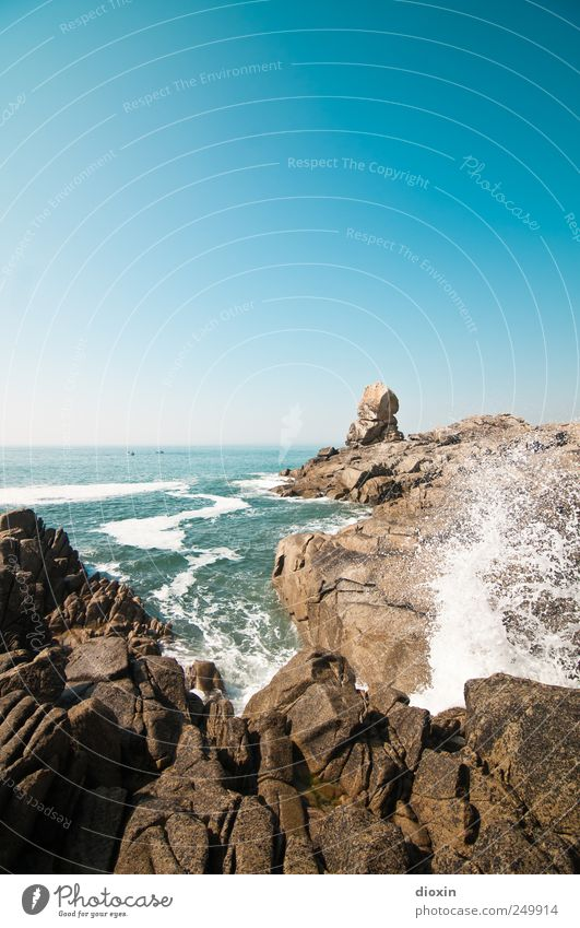 Sky Nature Summer Vacation & Travel Ocean Far-off places Cold Freedom Movement Coast Waves Power Trip Wet Rock Adventure