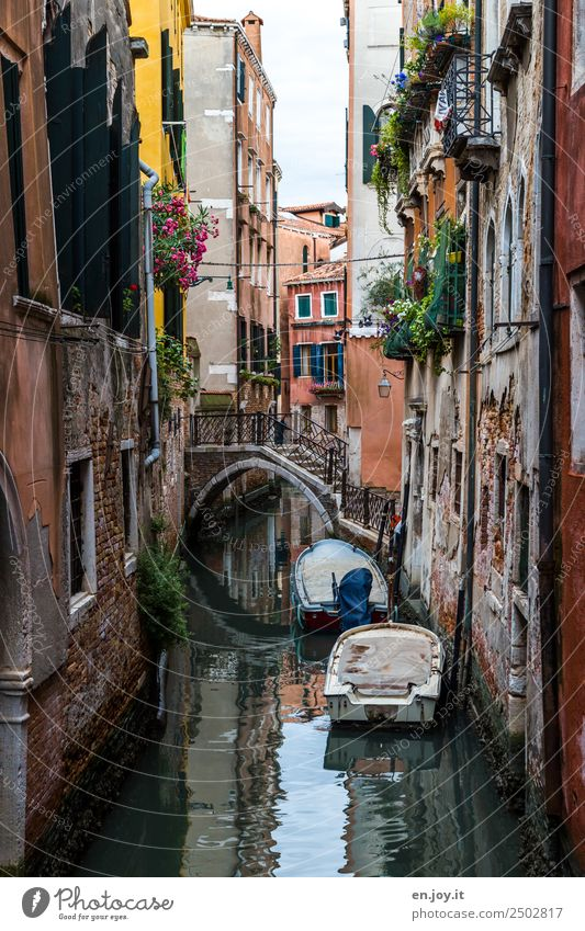 tight Vacation & Travel Sightseeing City trip Summer vacation Venice Italy Europe Town Old town House (Residential Structure) Bridge Facade Motorboat Rowboat