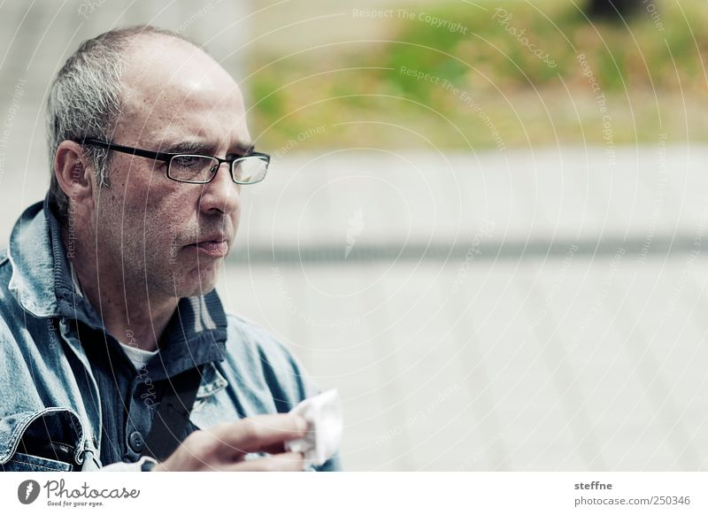 The king of the seagulls Human being Masculine Man Adults 1 Concentrate Eyeglasses maf Colour photo Exterior shot Day Portrait photograph Forward