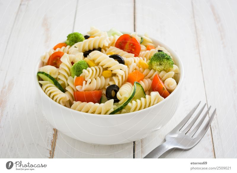 Pasta salad Food Healthy Eating Dish Food photograph Vegetable Lettuce Salad Dough Baked goods Nutrition Vegetarian diet Bowl Summer Fresh Good Green Red White