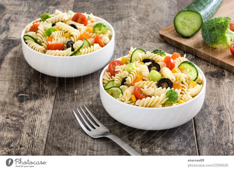 Pasta salad with vegetables in bowl Green White Red Food photograph Healthy Natural Wood Orange Nutrition Vegetable Organic produce Bowl Baked goods Dinner Diet