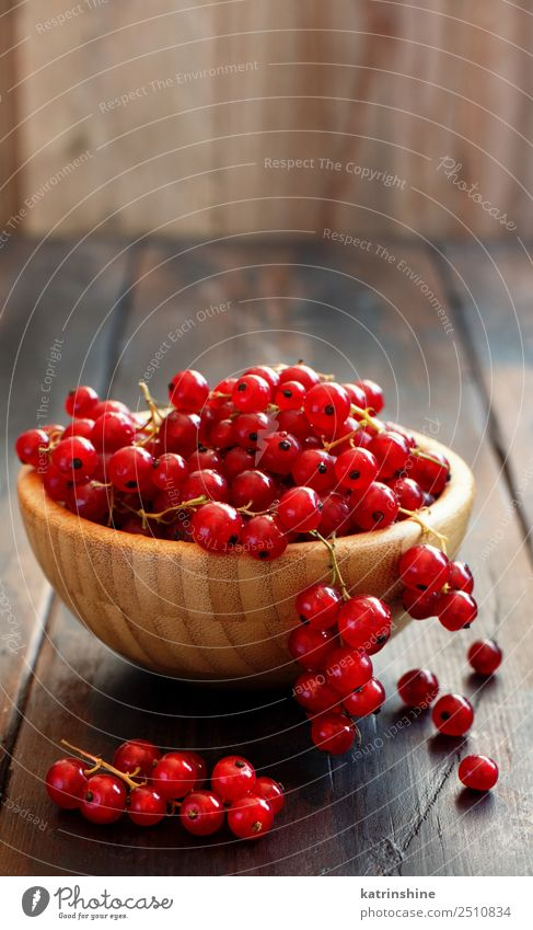 Ripe red currant berries Fruit Vegetarian diet Bowl Summer Garden Wood Fresh Delicious Natural Red White background Berries Redcurrant food Gourmet Harvest