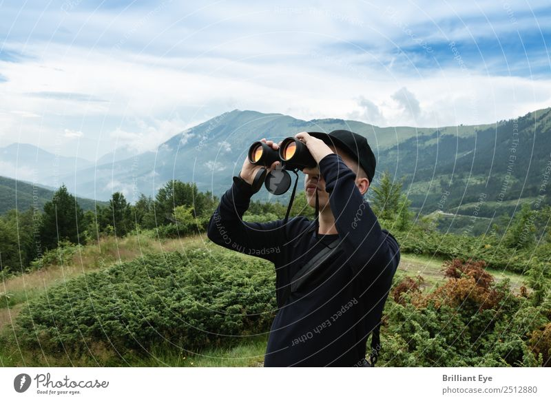 sight sb./sth. Human being Masculine Young man Youth (Young adults) 1 13 - 18 years Nature Bushes Hill Mountain Observe To enjoy Far-off places Passion Patient