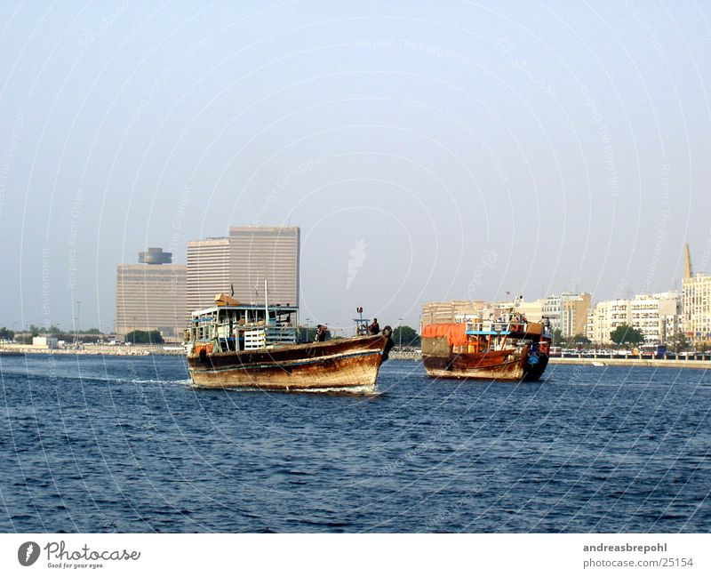 new and old in dubai Dubai Watercraft Wood Hotel Navigation River
