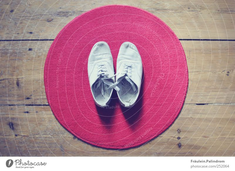 Barefoot I. Shopping Style Doormat Footwear Sneakers Wood Round Red White Carpet Rug Parquet floor Floorboards Tennis shoe Bow Arrangement Hallway Tidy up