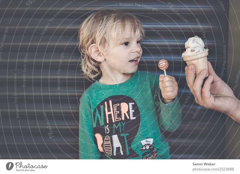 Icecream Joy Playing Vacation & Travel Trip City trip Summer Summer vacation Sun Human being Masculine Child Family & Relations 1 3 - 8 years Infancy Town