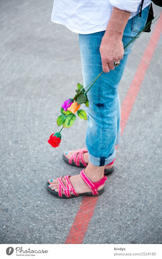 Is he/she still coming? Going out Feminine Homosexual Young woman Youth (Young adults) Woman Adults Life 1 Human being 30 - 45 years 45 - 60 years Pedestrian
