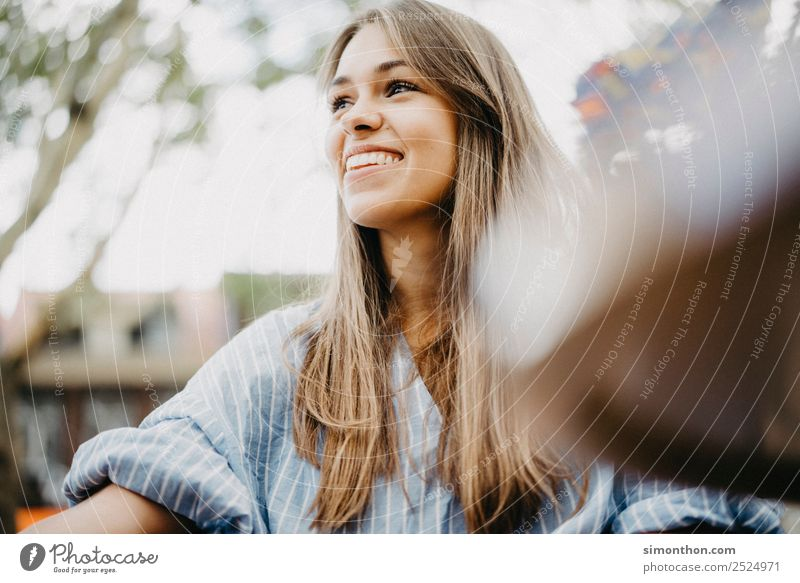 EasyLiving Lifestyle Elegant Style Joy Happy Beautiful Hair and hairstyles Healthy Feminine 1 Human being Happiness Contentment Joie de vivre (Vitality)