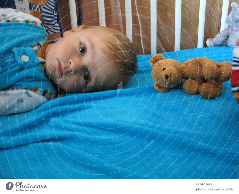 boy_and_bear Child Boy (child) Baby Teddy bear Think Earnest Reliability Bed Contentment Wake up Friendship Safety Safety (feeling of) Man Bear Partner