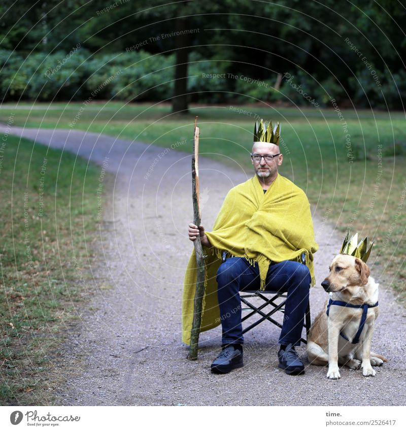 King Mo and his Chair-Man Masculine Adults 1 Human being Art Sculpture Stage play Actor Park Jeans Cloth Eyeglasses Sceptre Crown Dog lead Animal To hold on Sit