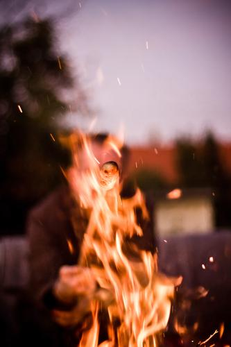 relight my cake with billets Adventure Camping Cloudless sky Tree Garden Threat Fire Camp fire atmosphere Fireplace club cake stumblebum Barbecue (event)