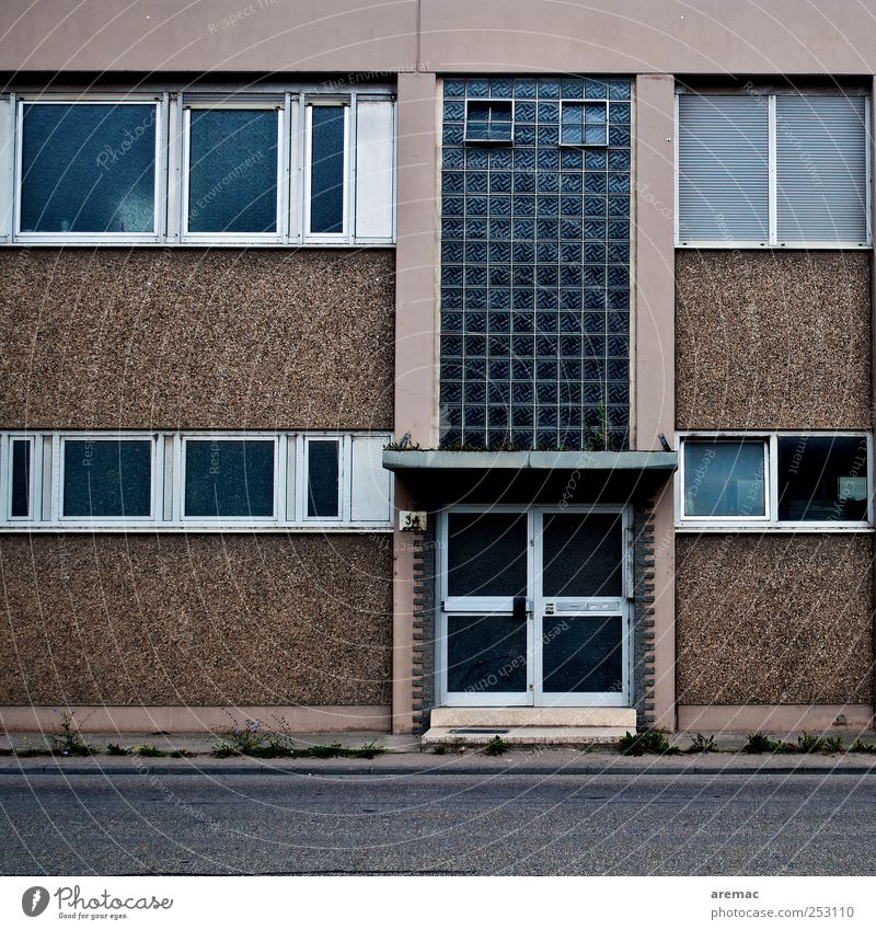 recession Deserted House (Residential Structure) Manmade structures Building Architecture Wall (barrier) Wall (building) Window Door Crisis Office building