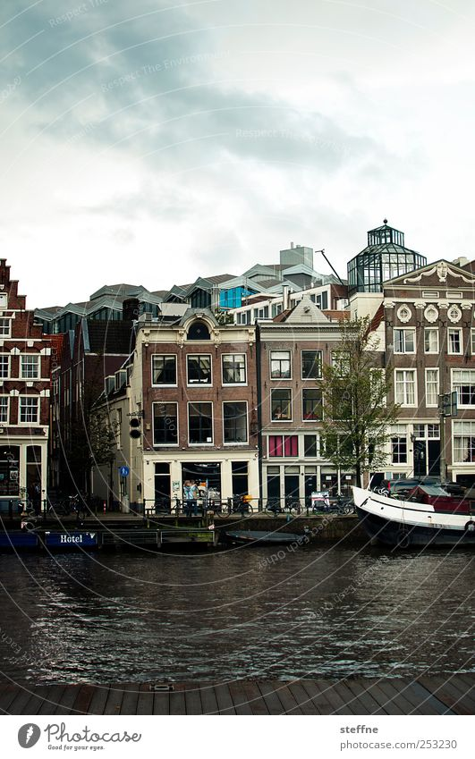 Water House (Residential Structure) Window Watercraft Facade Tourism Downtown Netherlands Old town Amsterdam Boating trip Inland navigation Gracht