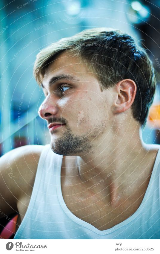mr. s. Masculine Homosexual Young man Youth (Young adults) Man Adults 1 Human being 18 - 30 years Brunette Designer stubble Think Looking Dream Sadness Athletic