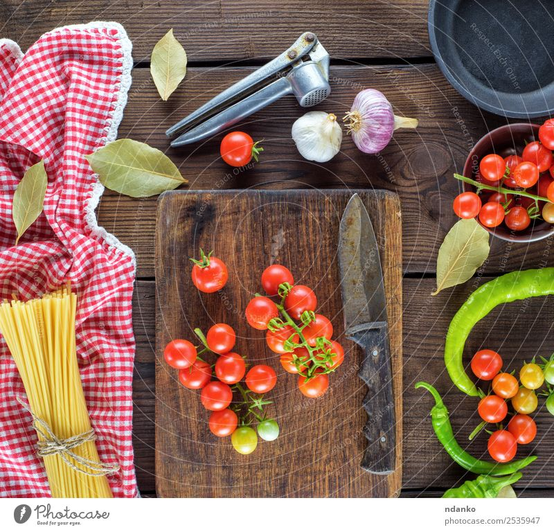 fresh red cherry tomatoes Vegetable Dough Baked goods Herbs and spices Nutrition Lunch Dinner Italian Food Pan Knives Wood Line Eating Fresh Large Long Above