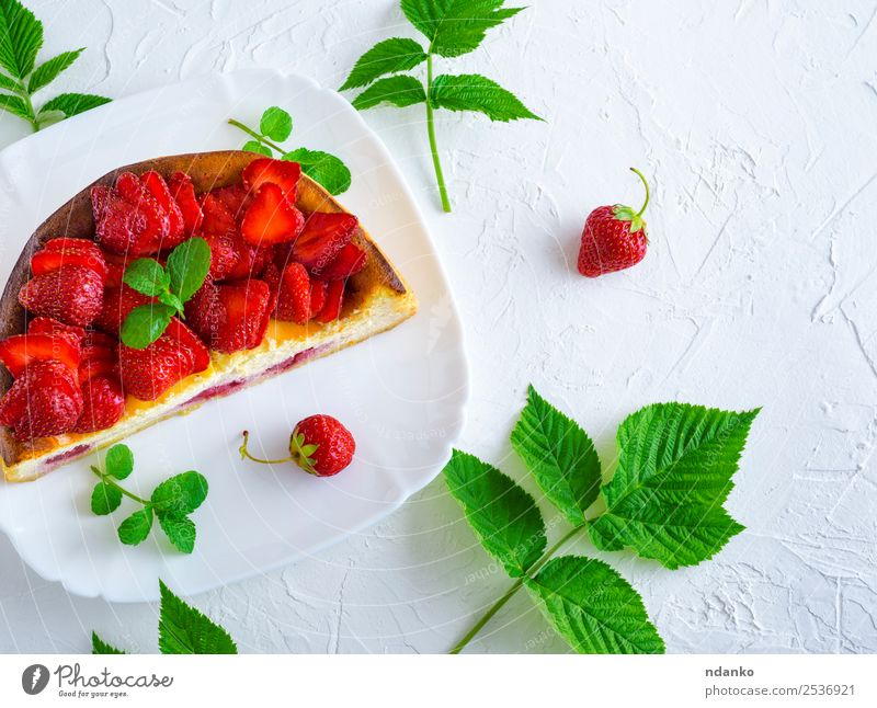 half cheesecake with fresh strawberries Cheese Fruit Dessert Nutrition Plate Table Leaf Fresh Bright Delicious Green Red White Colour Strawberry Berries food