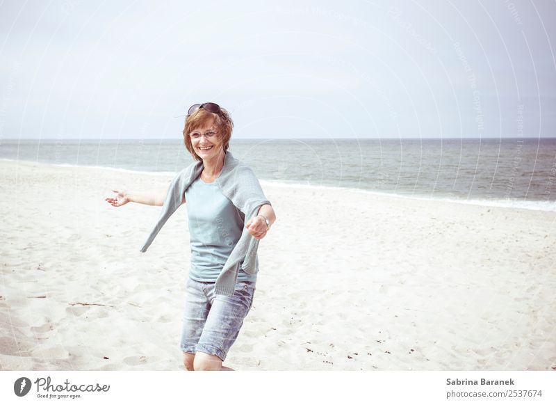 zest for life Lifestyle Healthy Vacation & Travel Trip Summer Summer vacation Human being Feminine Woman Adults Female senior Senior citizen 1 45 - 60 years