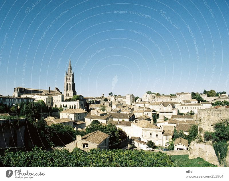 Saint-Émilion Vacation & Travel Tourism Sightseeing City trip Summer Bordeaux Medieval times Old town Town Small Town Church Roof Stone