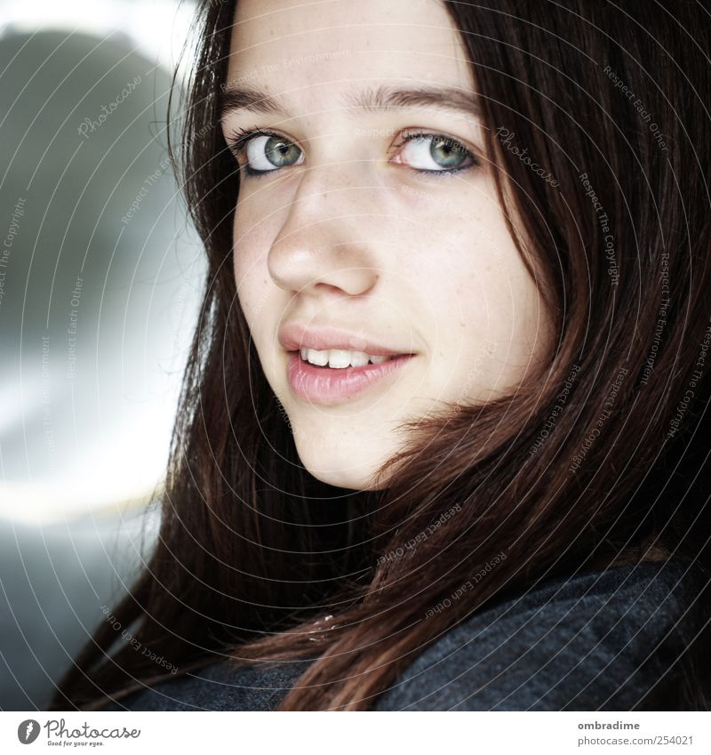 Human being Woman Youth (Young adults) Beautiful Adults Young woman Hair and hairstyles Head Natural Authentic Smiling Individual Uniqueness Brunette Positive