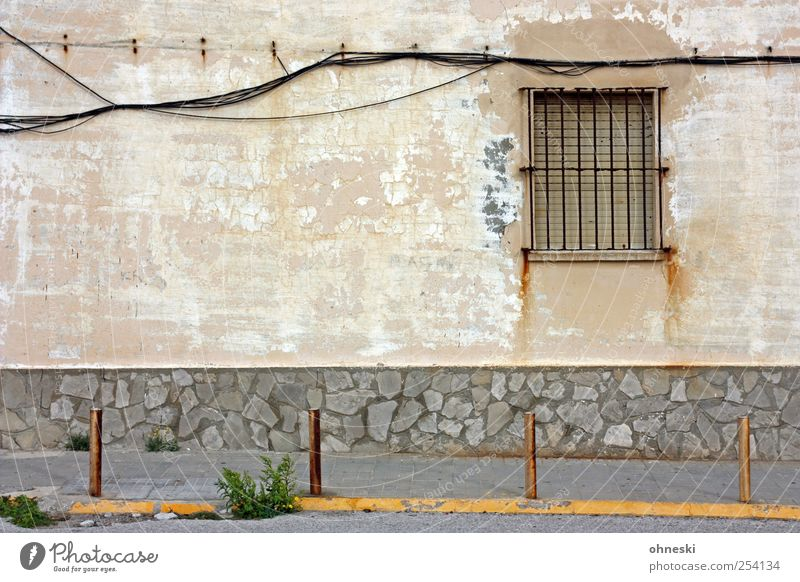 Old House (Residential Structure) Window Wall (building) Wall (barrier) Building Facade Energy industry Cable Living or residing Technology Manmade structures