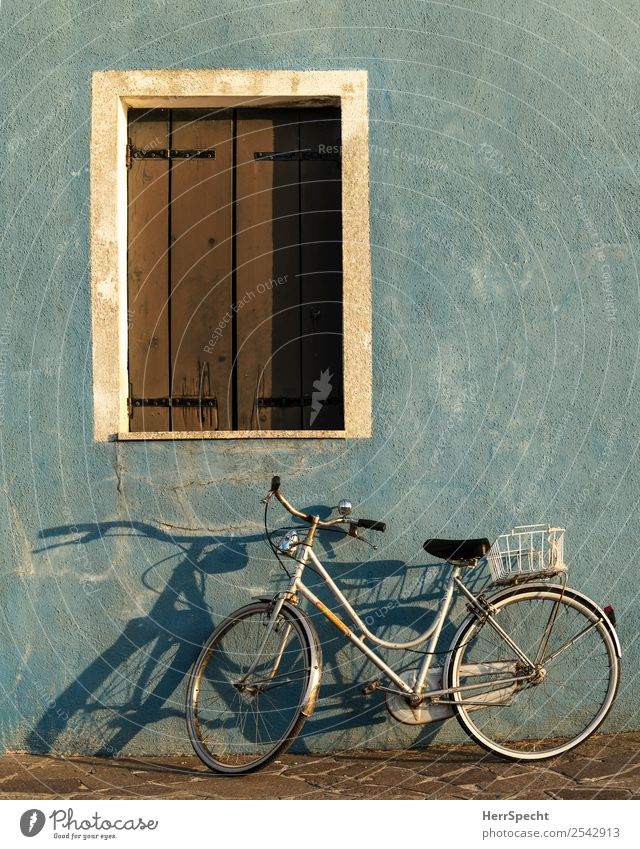 evening wheel Italy Venice Old town House (Residential Structure) Building Wall (barrier) Wall (building) Window Bicycle Esthetic Authentic Blue Shadow play