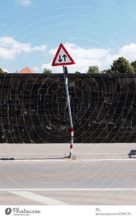 Clouds Street Wall (building) Lanes & trails Wall (barrier) Transport Beautiful weather Tilt Traffic infrastructure