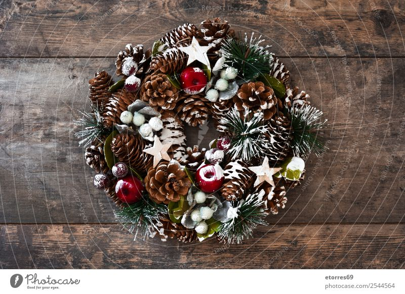 Christmas wreath Christmas & Advent Green Winter Feasts & Celebrations Decoration Seasons Tradition Pine Holiday season Ornament December Wreath Paper chain